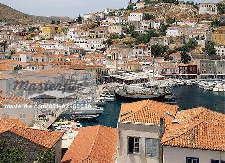 Tuiles sur les toits du village local, Hydra, Argo-Saronic Islands, Grèce
