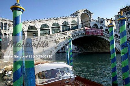 Venise, Italie. Lumière du matin sur le pont du Rialto