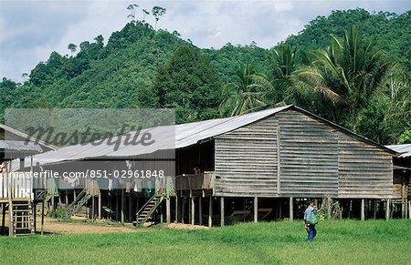 Maisons longues de la tribu Kenyh, Sarawak, Bornéo, Malaisie