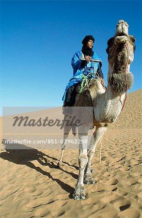 Berbère camelier, Dunes de Tinfou, vallée du Draa, sud du Maroc