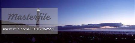Phare au crépuscule, Kommitjie, péninsule du Cap, Afrique du Sud.