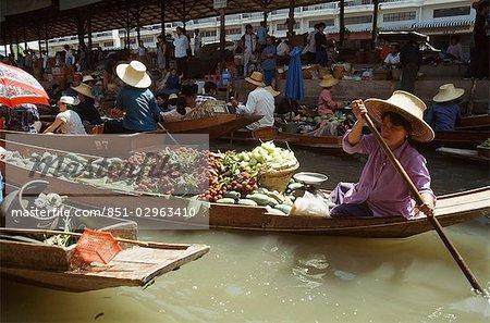 Marchands de bateaux chargés de marchandises, Bangkok, Thaïlande