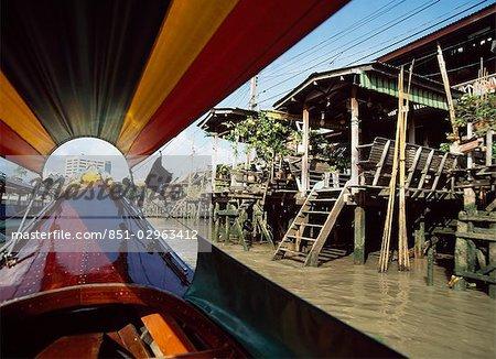 Maison de la rivière Chao Phraya et échasses, Bangkok, Thaïlande