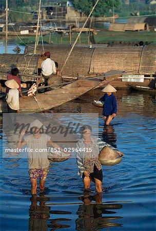 Scène sur la rivière des parfums, Hue, Viêt Nam