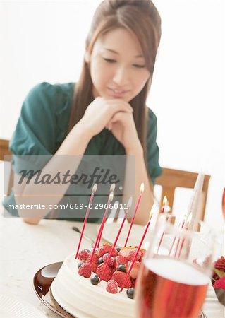 Gâteau de Noël et une femme