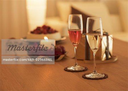 Bougie et verre de champagne