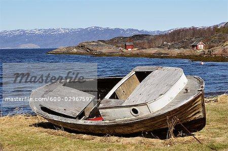 Couler les bateaux sur le rivage, Altafjorden, Alta, Norvège