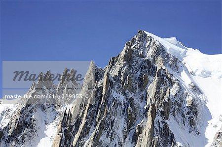Montagnes en français Alpes près de mont blanc