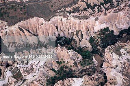 Regardant vers le bas du ballon à air chaud, près de Göreme, Cappadoce, Anatolie, Turquie, Asie mineure, Asie