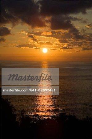 Coucher de soleil sur le Pacifique près de Manuel Antonio, Costa Rica
