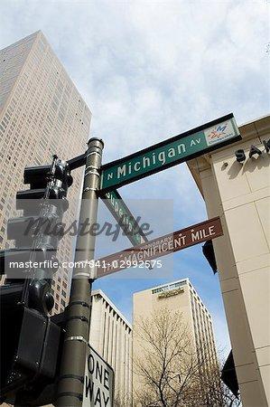 Michigan Avenue ou The Magnificent Mile, célèbre pour ses boutiques, Chicago, Illinois, États-Unis d'Amérique, Amérique du Nord