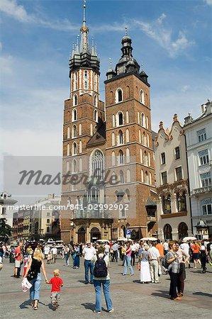 Église ou Basilique, place du marché (Rynek Glowny), vieille ville (Stare Miasto), Krakow (Cracovie), patrimoine mondial de l'UNESCO, Pologne, Europe Sainte-Marie
