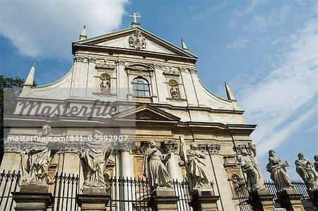 Eglise Saint-Pierre et Saint-Paul, célèbre pour ses statues des apôtres, rue Grodzka, Krakow (Cracovie), patrimoine mondial de l'UNESCO, Pologne, Europe
