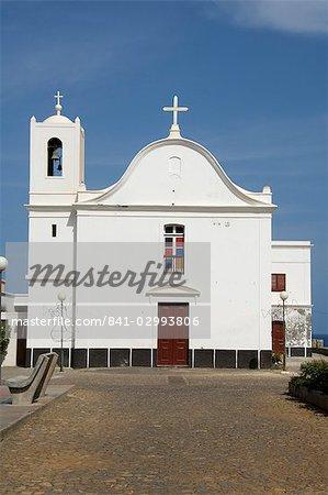 L'église sur la place principale à Ponto faire Sol, Ribiera Grande, Santo Antao, îles du Cap-vert, Afrique