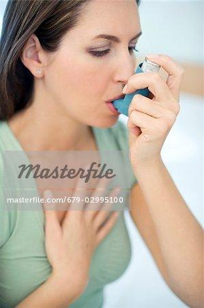 Utilisation de l'asthme inhalateur