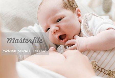 Mutter Breastfeeding Neugeborenen Baby