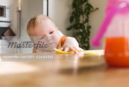 Atteindre pour cuillère de bébé