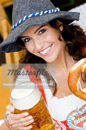 Portrait junge Frau auf dem Oktoberfest