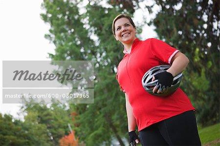 Portrait de femme prêt à aller à vélo, Seattle, Washington, USA