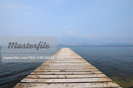 Quai sur le Lago di Garda, Province de Vérone, Vénétie, Italie