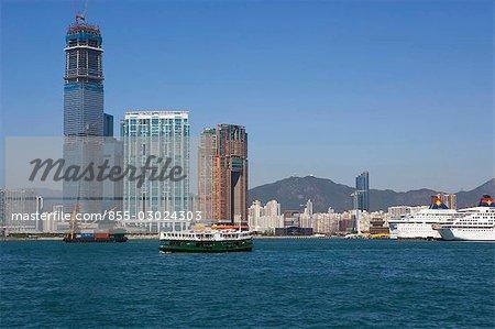 Skyline west Kowloon avec le star ferry à l'avant-plan, Hong Kong