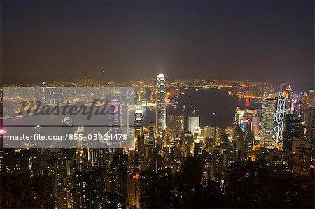 Paysage urbain depuis le pic, à Hong Kong la nuit