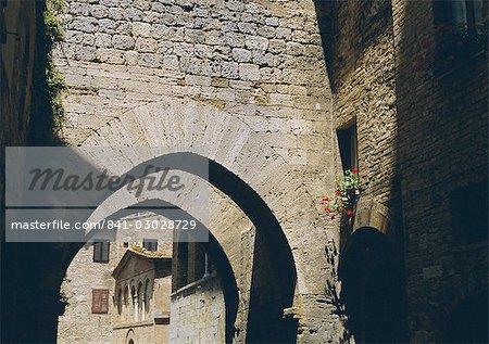 Arcades, San Gimignano, UNESCO World Heritage Site, Toscane, Italie, Europe
