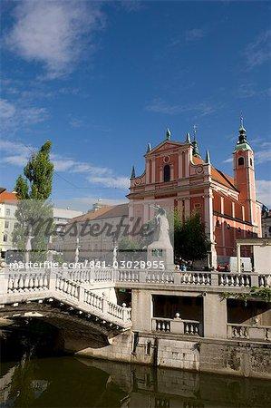 Triple Bridge et l'église franciscaine de l'Annonciation, Ljubljana, Slovénie, Europe