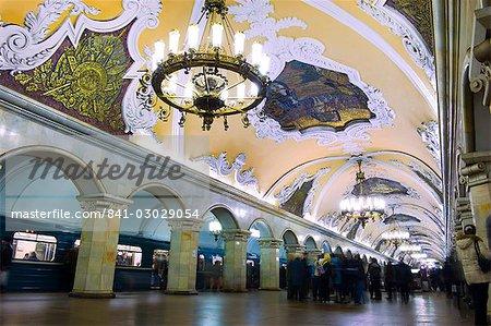 Intérieur de Komsomolskaïa Metro Station, Moscou, Russie, Europe