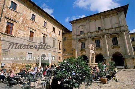 Café, Piazza Grande, Montepulciano, Toscane, Italie, Europe