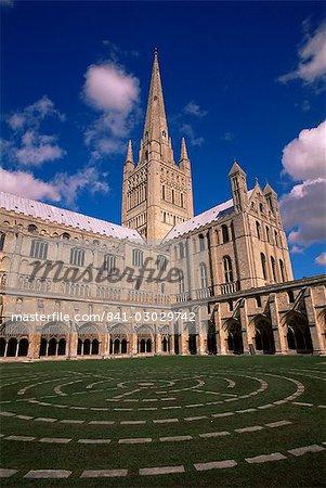 Labyrinthe dans le cloître, cathédrale de Norwich, Norwich, Norfolk, Angleterre, Royaume-Uni, Europe