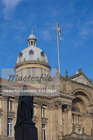 Statue of Queen Victoria and Council House, Victoria Square, Birmingham, England, United Kingdom, Europe