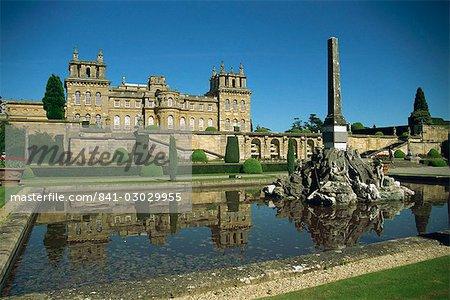 Palais de Blenheim et terrasse inférieure, Woodstock, Oxfordshire, Angleterre, Royaume-Uni, Europe
