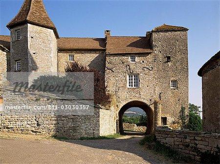 Gateway village fortifié, Blanot, Bourgogne, France, Europe