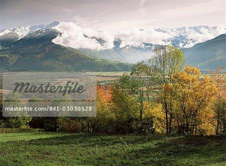 Paysage près de Chambéry, Savoie, Rhone Alpes, Savoie, France, Europe