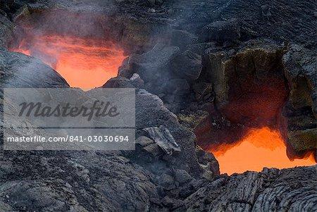 """Puits de lumière, vue à travers refroidi lave de lave en fusion, au-dessous du volcan Kilauea, Hawaii Volcanoes National Park, île d'Hawaii (Big Island """""""", Hawaii, États-Unis d'Amérique, l'Amérique du Nord"""