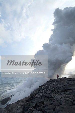 Panaches de vapeur où la lave atteint la mer, le volcan Kilauea, Hawaii Volcanoes National Park, patrimoine mondial de l'UNESCO, l'île d'Hawaii (Big Island), Hawaii, États-Unis d'Amérique, Pacifique, Amérique du Nord