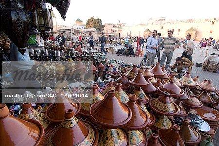 Place el Hedim et tagine pots, Meknès, Maroc, l'Afrique du Nord, Afrique