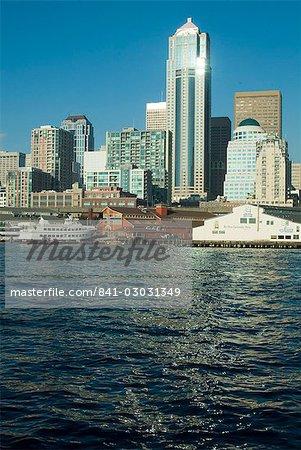 Vue de Seattle du ferry de Bainbridge, Washington État, États-Unis d'Amérique, l'Amérique du Nord