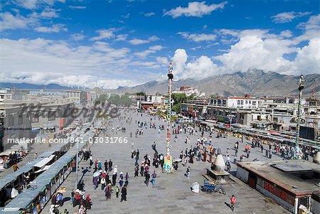 Jokhang Square du Temple de Jokhang, la plus vénérée structure religieuse du Tibet, Lhassa, Tibet, Chine, Asie