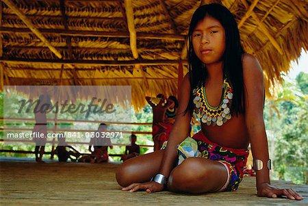 Portrait d'une fillette indienne Embera, Parc National de Chagres, Panama, Amérique centrale