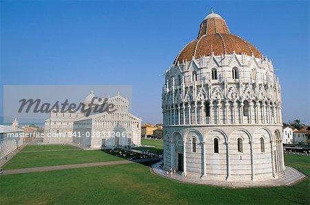 Baptistère et le duomo, Pl. des miracles, patrimoine mondial de l'UNESCO, Pise, Toscane, Italie, Europe