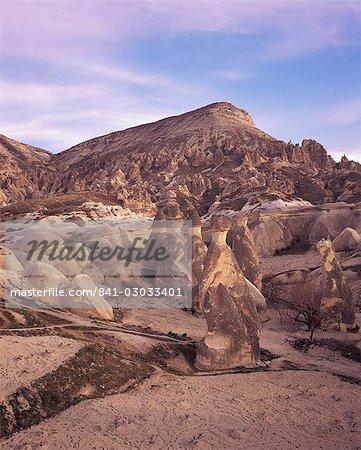 Paysage avec cheminées de fées, vallée de Pasabag, près de Zelve, Cappadoce, Anatolie, Eurasie