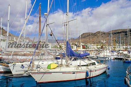 Boats in Puerto Mogan harbour and promenade in background, Puerto de Mogan, Gran Canaria, Canary Islands, Spain, Atlantic, Europe
