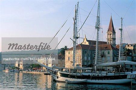 Port de Milna, île de Brac, Dalmatie, Croatie, Adriatic, Europe