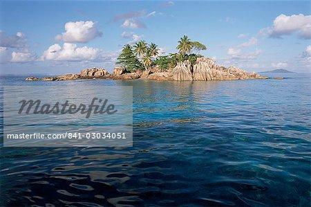 Ilet Saint Pierre (St. Pierre Islet), Anse Volbert, island of Praslin, Seychelles, Indian Ocean, Africa