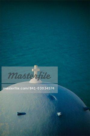 Église en forme de dôme bleu, Thira (Fira), Santorini, Iles Cyclades, Grèce, Europe