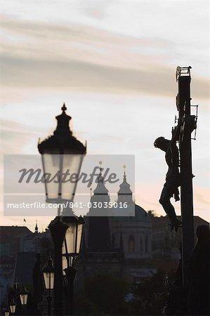 Lampes sur République tchécoslovaque Charles Bridge, Prague,
