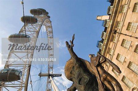 DALI Zeit Skulptur, County Hall und das London Eye, London, England, Vereinigtes Königreich, Europa