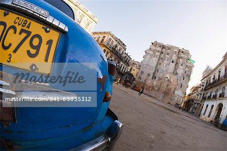 Voiture bleue sur la place, la Havane, Cuba, Antilles, l'Amérique centrale